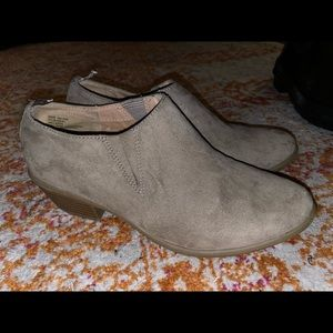Gap beige suede booties women's size 6